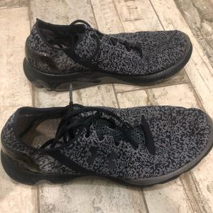 Womens Under Armour 8 toe grip sneakers grey black